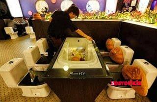 """Çin'in En Lezzetli Lokantası """"Tuvalet Restoran"""" 2"""
